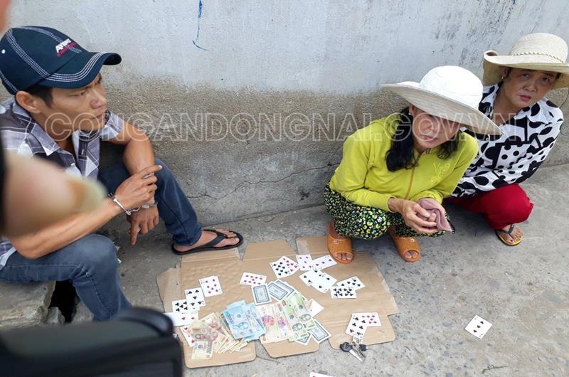 Đồng Nai: Triệt phá sới bạc bên lề đường