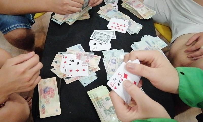 Xóa tụ điểm đánh bạc quy mô lớn trong rừng phòng hộ tại Quảng Nam