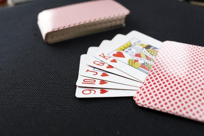 Một số điều cần tránh khi chơi đánh bài Phỏm online