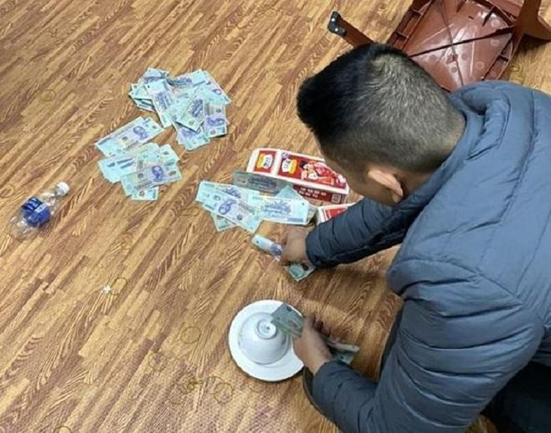 Đột kích 'sới' bạc dưới hình thức xóc đĩa ăn tiền tại Nghệ An