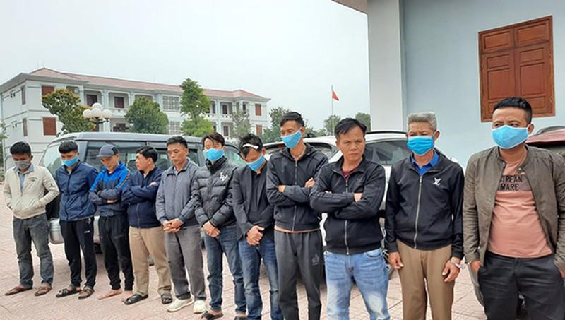 Nghệ An: Đột kích 'sới' bạc trong chuồng bò bỏ hoang