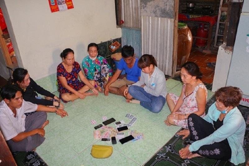 Tạm giữ 8 đối tượng tụ tập đánh bạc tại nhà riêng ở Vĩnh Long