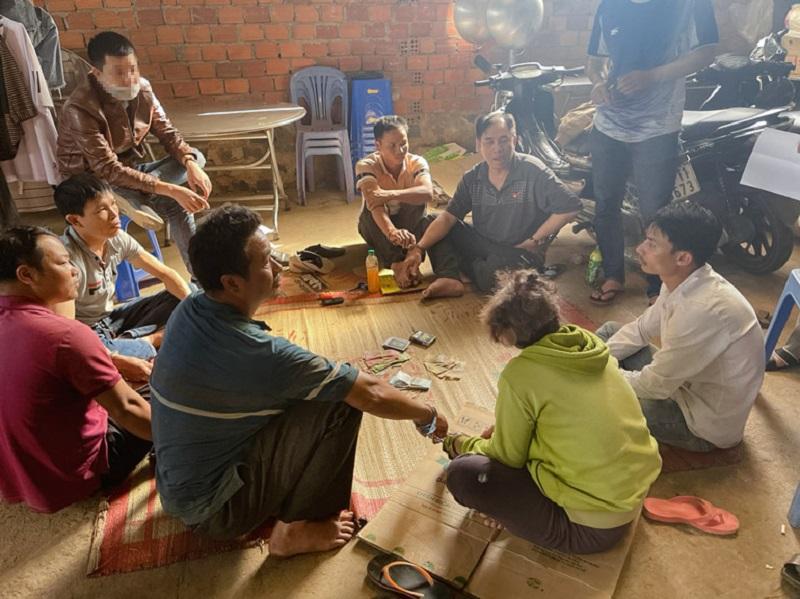 Triệt phá tụ điểm đánh bạc lớn tại Lâm Đồng, bắt giữ 6 nam, 2 nữ