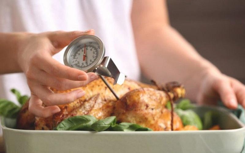 Nằm mơ thấy ăn thịt gà đánh lô đề con gì? Ăn thịt gà là số mấy?